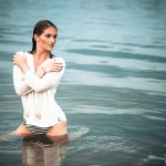 Carina Lifestyle Shooting im Wasser nasses Oberteil