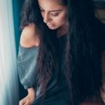 Noelle_20160515_124-Noelle Unterwäsche lange Haare Couch Calvin Klein Shooting