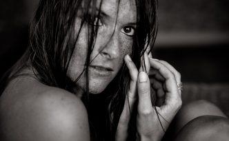 Carina Sommersprossen nasse Haare Shooting