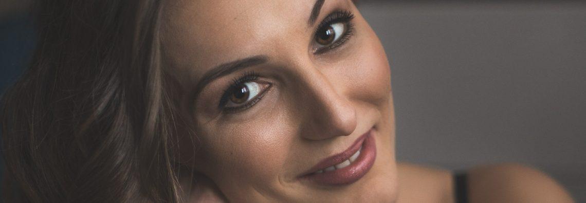 Bianca Shooting im Fensterlicht Titelbild